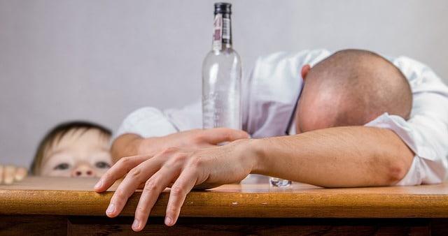 Alkohol und Kinder: Er hört nicht auf zu trinken ...