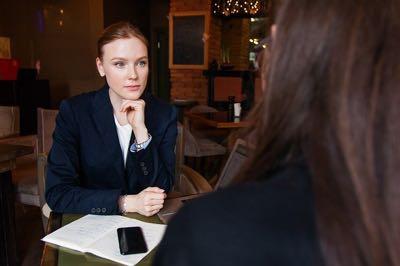 Anwältinnen trinken häufiger als ihre männlichen Kollegen